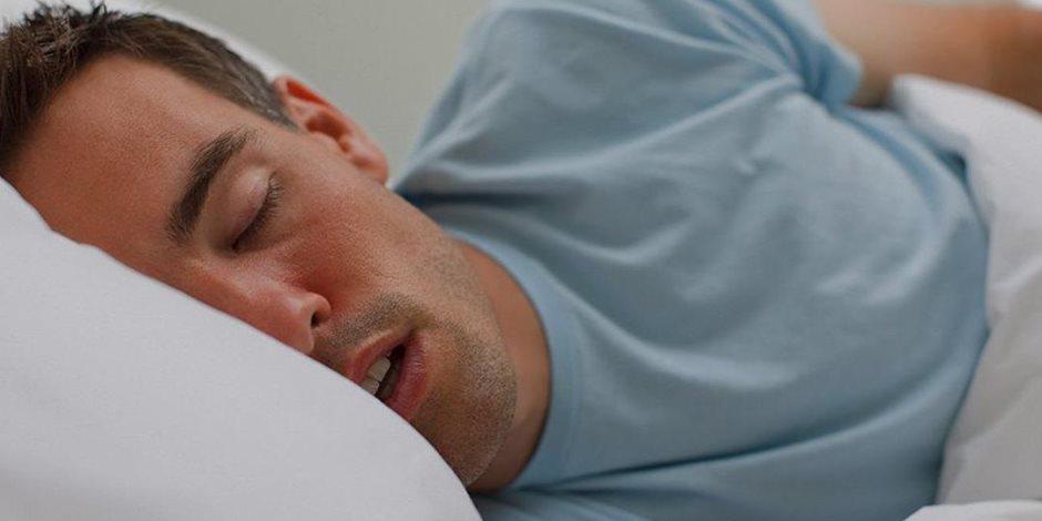 أثناء النوم.. هل تعلم أن الذكور أكثر عرضة من النساء لتوقف التنفس؟