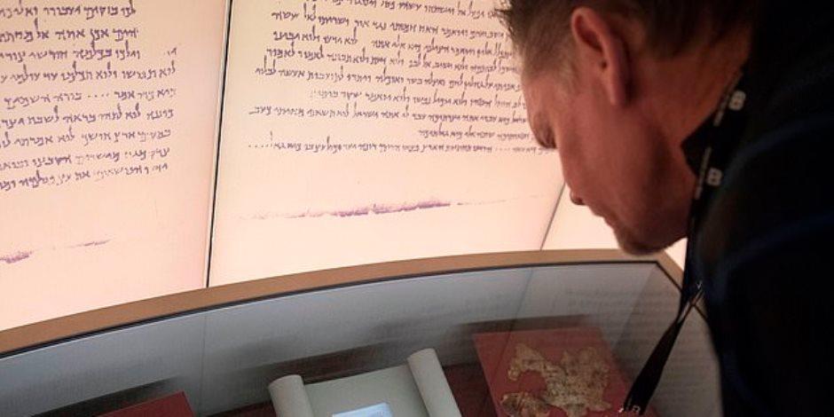 تسببت في صدمة لزواره.. قصة اكتشاف 5 مخطوطات مزيفة بمتحف أمريكي (صور)