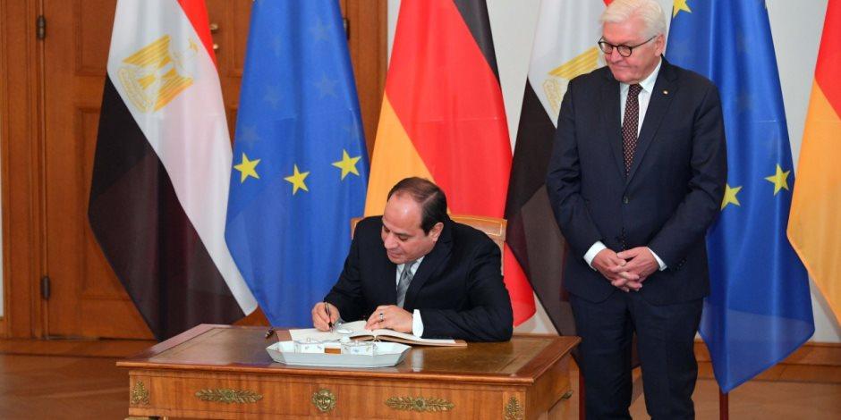 الرئيس السيسي يلتقي وزير النقل الألماني لبحث التعاون في إدارة وتشغيل المطارات