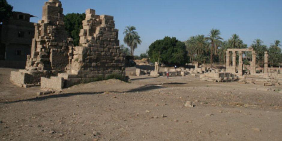 معبد «مونتو» بين رحى الإهمال.. متى تنهي الآثار معاناة «إله حرب» قدماء المصريين (صور)