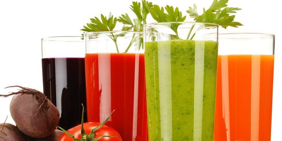 يساعد على خفض الكوليسترول ويعزز صحة البشرة.. 9 فوائد لعصير الفواكه