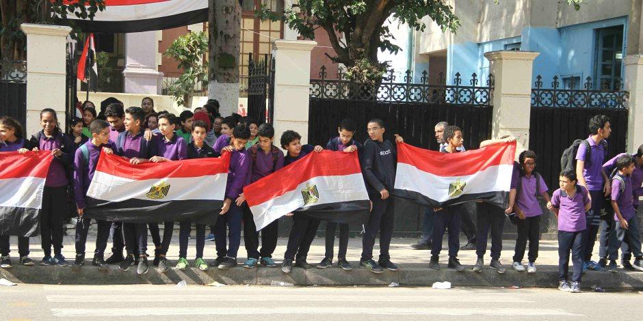 فيديو: مظاهرات الحب والإخاء بين الشعبين.. كيف استقبل المصريون ولي العهد السعودي؟
