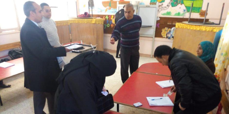 تحديا للإرهاب الغادر.. كبار السن أيقونة الوطنية في الانتخابات البرلمانية بالعريش (صور)
