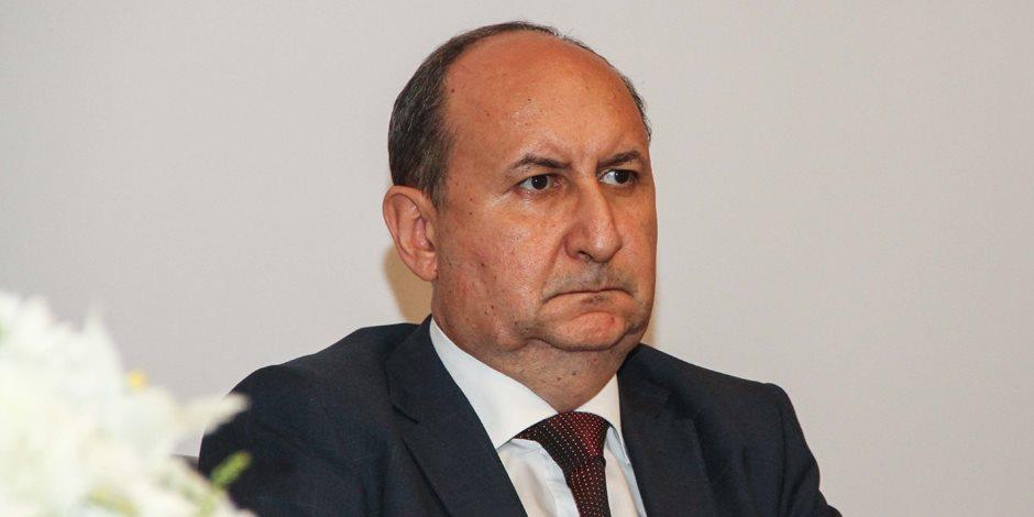 «في ناس صحتها تهد جبل وقاعدة».. وزير الصناعة يتمنى تحويل الـ 100مليون إلى منتجين