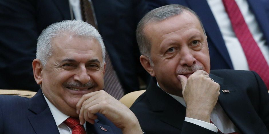 انتخاب حزب أردوغان أو الفصل التعسفي.. الموظفون في تركيا بين نارين