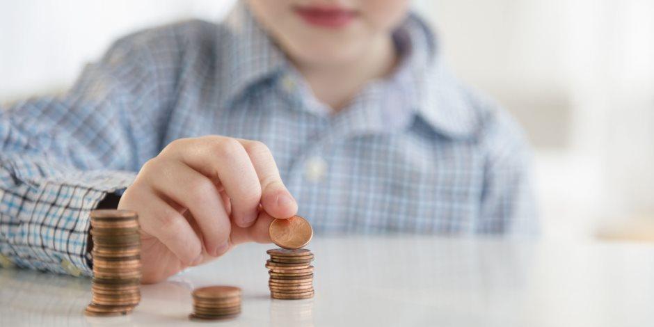 لتأهيلهم من الصغر.. تعرف على طريقة تعليم أطفالك قيمة وأهمية المال
