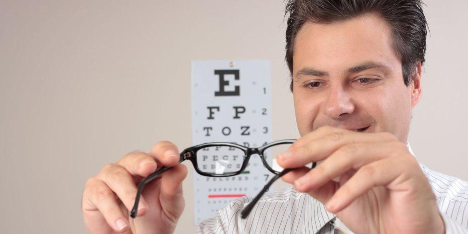 أهمها الأوميجا 3.. تعرف على أفضل 7 عناصر غذائية لصحة العينين