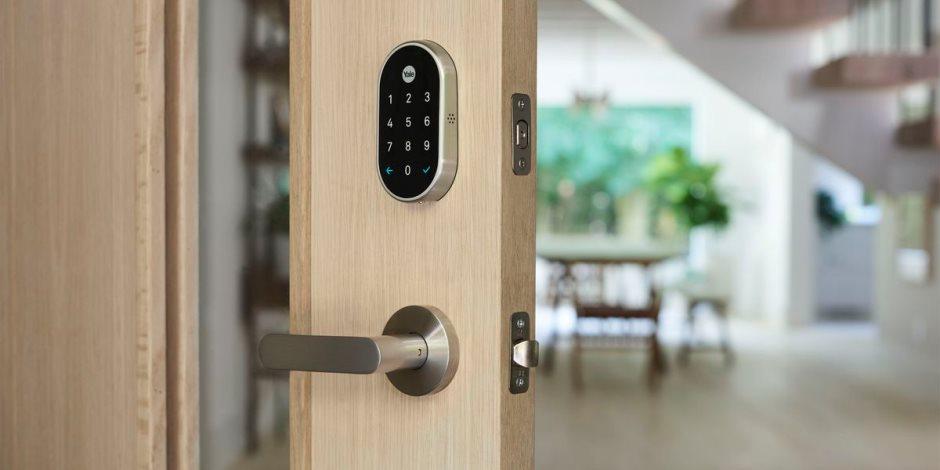 يتصل بهاتفك ويستجيب للأوامر الصوتية.. قفل ذكي يحمي منزلك من السرقة
