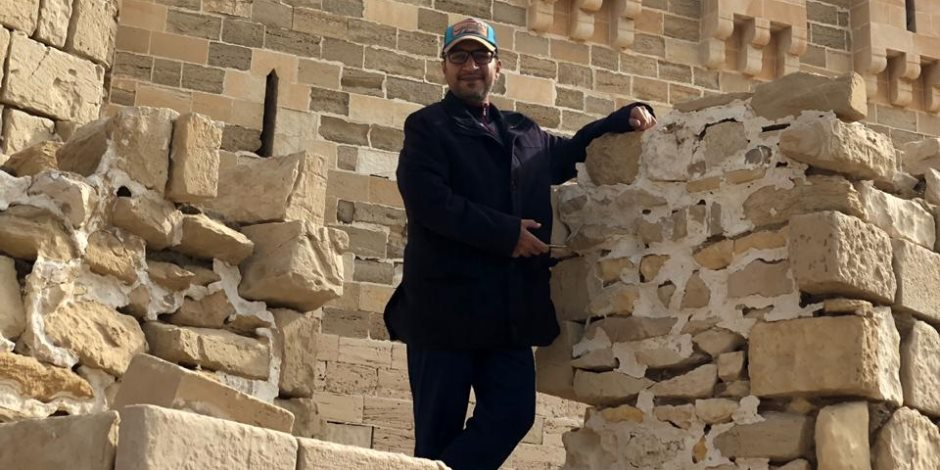عمرو واكد.. حاول الحشد ضد ناشط إماراتي فلقنه المصريون درسًا قاسيًا
