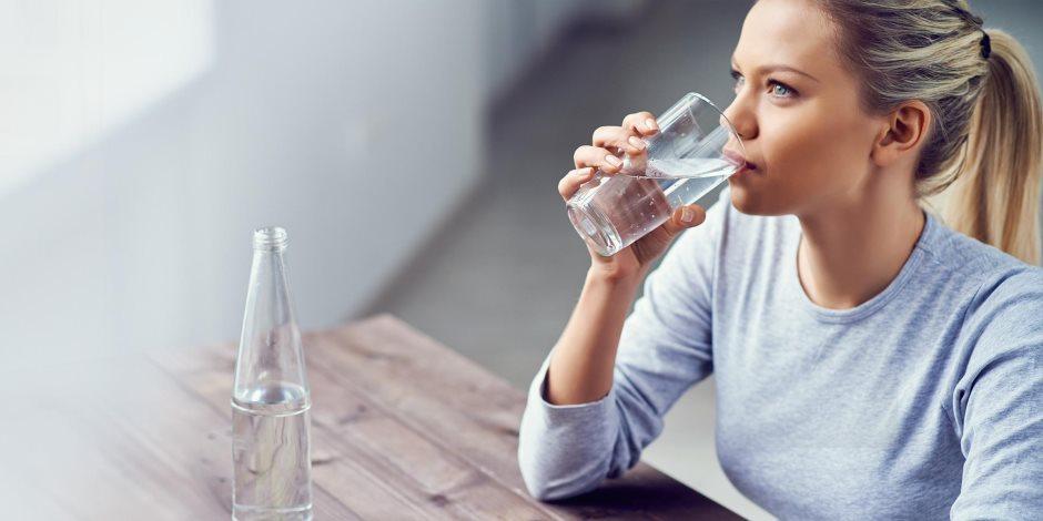 تسبب تراكم السموم في الجسم.. أضرار عدم شرب المياه بكميات كافية