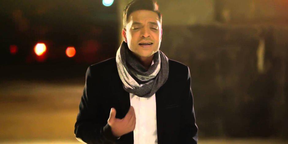 طارق الشيخ: نور الشريف هو من اختارني للغناء.. والمهرجانات «هري فاضي» (حوار)