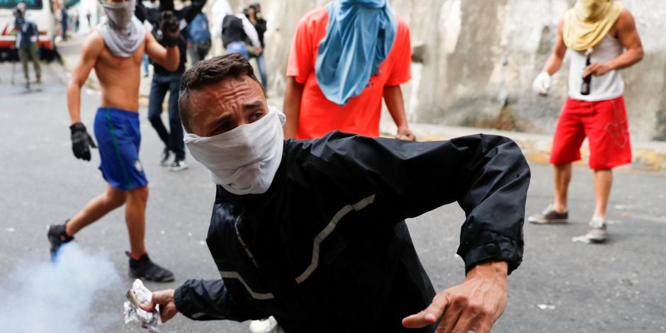 """العالم على صفيح ساخن.. فنزويلا مشتعلة واليونان لا تريد """"مقدونيا الشمالية"""""""