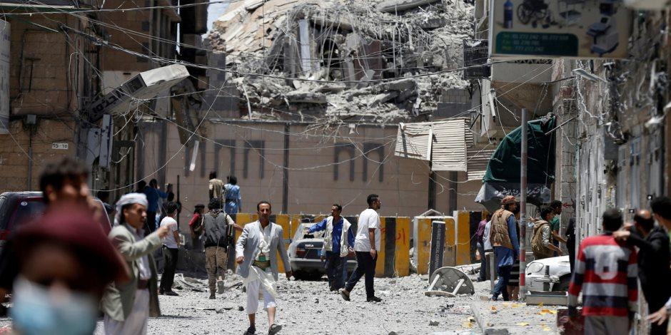الحوثي يخنق صنعاء.. يفتعل أزمة وقود لإنعاش السوق السوداء