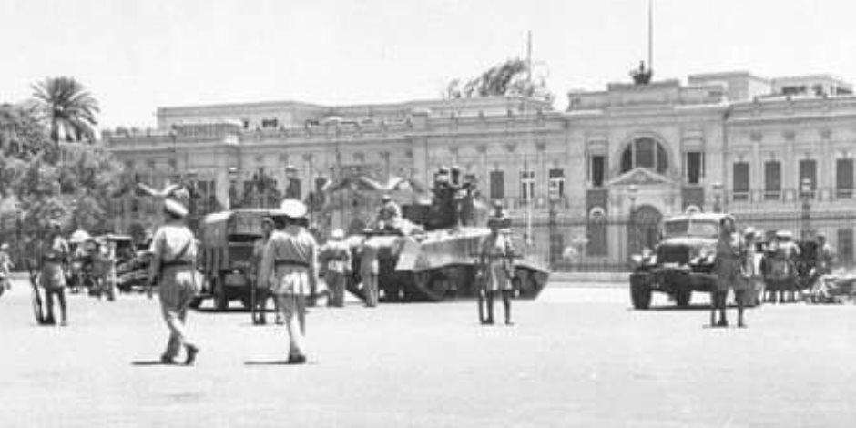 قصة حصار الإنجليز للملك فاروق بالدبابات وإجباره التنازل عن العرش (حكاية صورة)