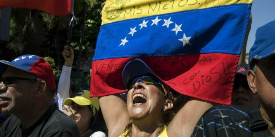 في فنزويلا.. الأزمة السياسية تتفاقم والشعب يموت جوعا