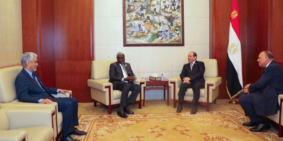 """السيسي يستقبل رئيس مفوضية الاتحاد الأفريقي بـ""""أديس أبابا"""""""