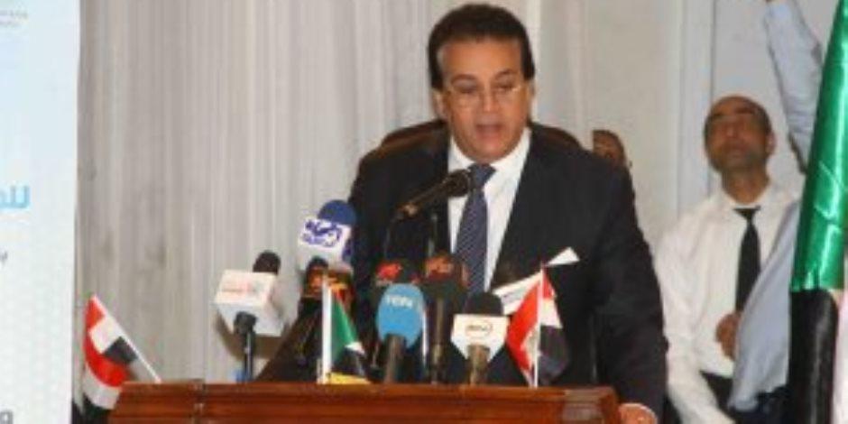 أول تعليق من وزير التعليم العالى على القمر الصناعى المصرى