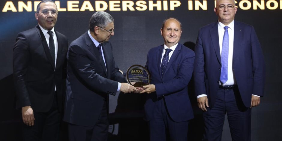 Business Today تكرم الدكتور محمد شاكر وزير الكهرباء فى حفل BT100