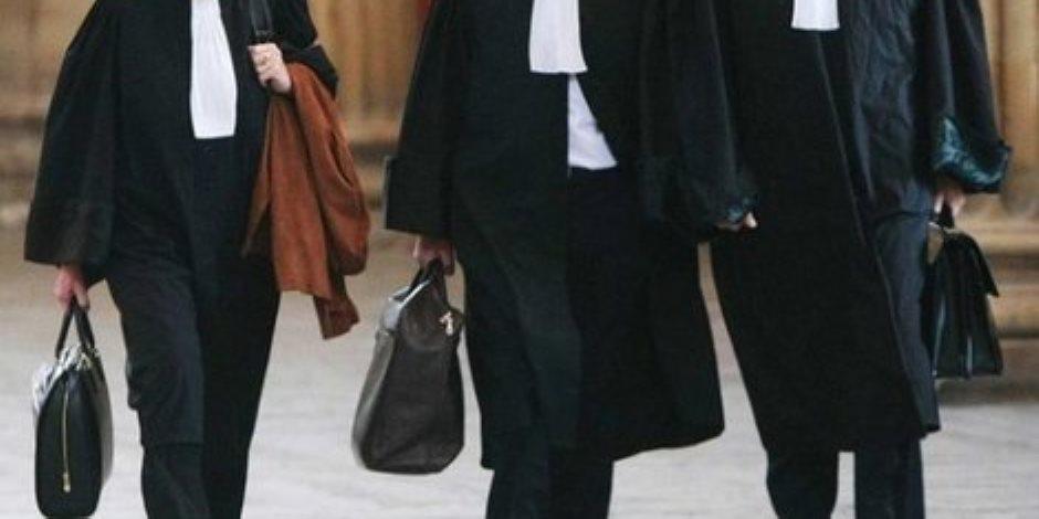 من لا يتقدم يتقادم.. لماذا المحامون مهددون على مستوى العالم؟