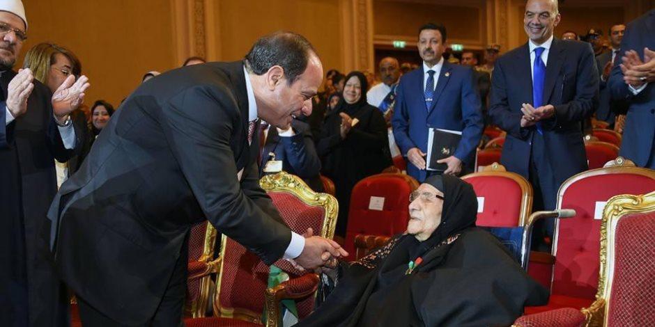 الرئيس السيسي يقدم التحية لأرواح الشهداء عبر فيسبوك وتويتر (فيديو)