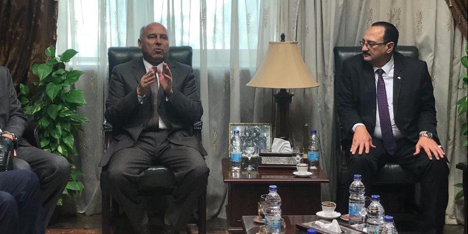 وزير النقل: «الغلظان نعلمه الصح واللي تتمد إيده على حاجة هنقطعها» (صور)