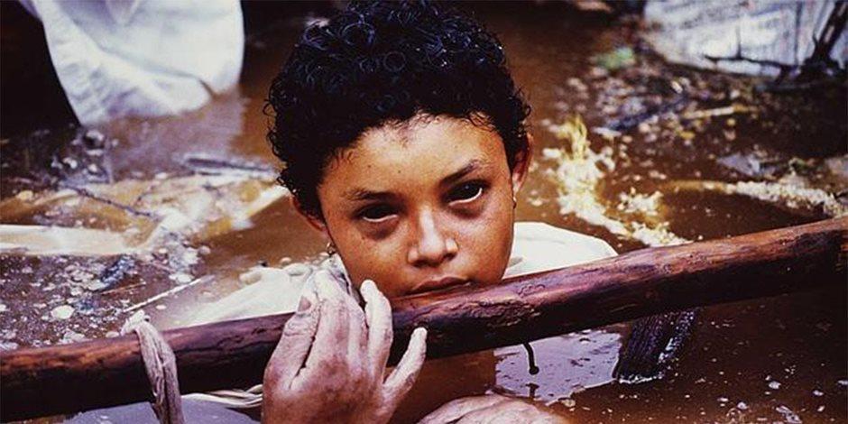 """الفتاة العالقة """"أوميرا سانشيز"""".. قصة صورة أبكت العالم أجمع"""