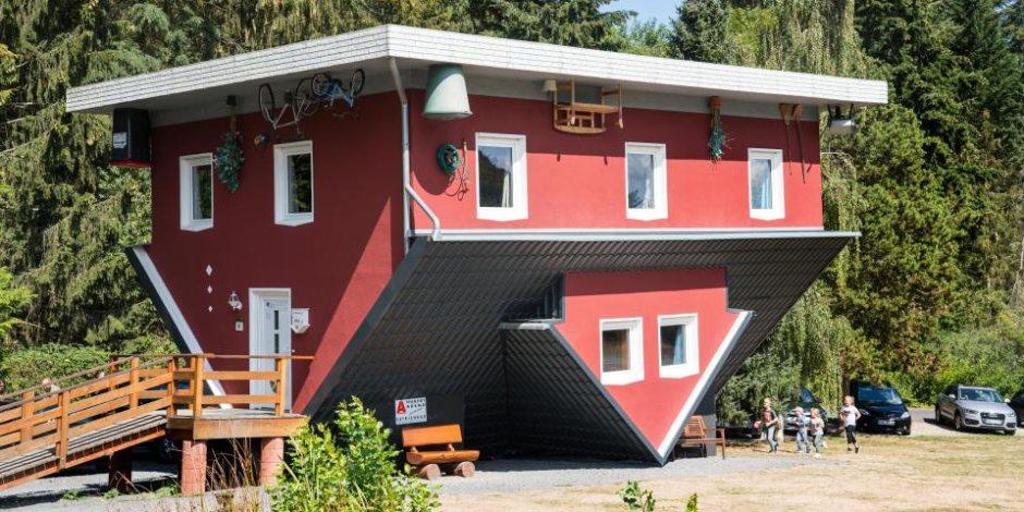 ما بين الكمنجة والتماسيح.. شاهد أغرب أشكال المنازل في العالم (صور)