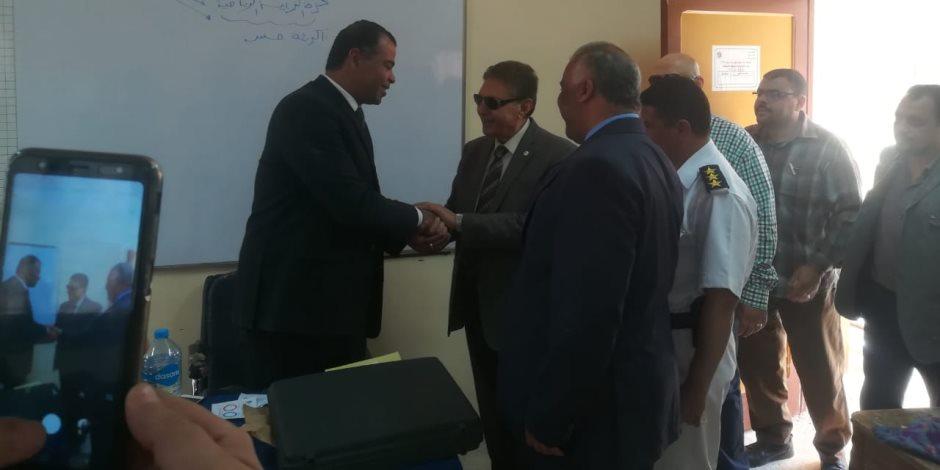اللواء سعد الجمال نائب رئيس البرلمان العربي يدلي بصوته في الاستفتاء بالصف (صور)