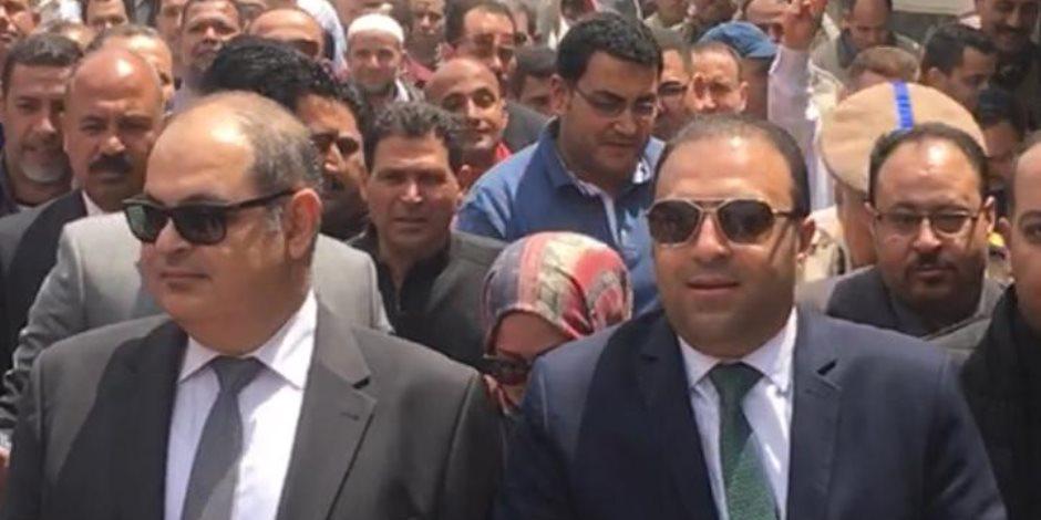 النائب محمد خليفة يقود مسيرة عمال غزل المحلة للمشارة في استفتاء تعديلات الدستور (صور)