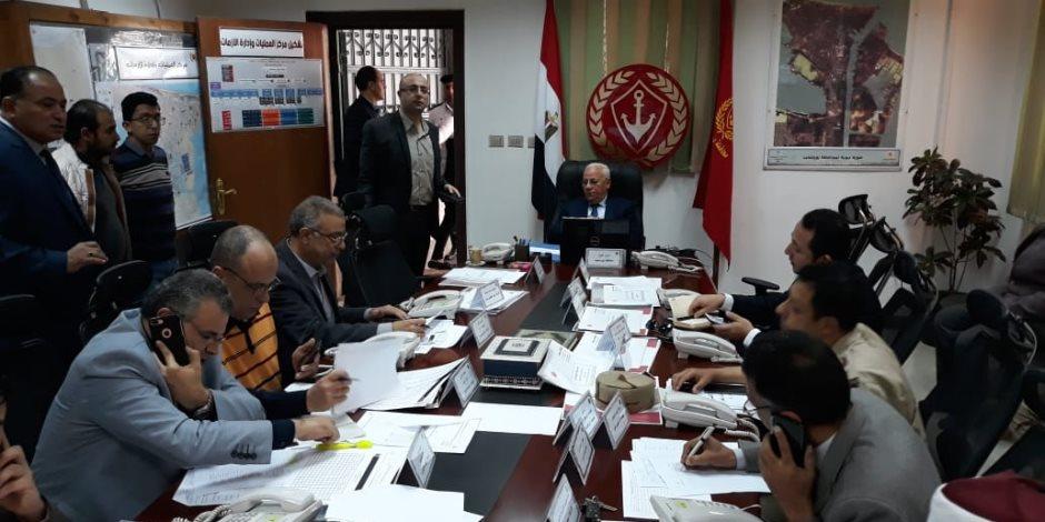 محافظ بورسعيد يقود غرفة العمليات الرئيسية للاستفتاء على تعديلات الدستور (صور)