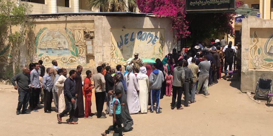 استمرار إقبال المواطنين امام لجان حدائق الاهرام للمشاركة في العرس الديمقراطي بعد غلق اللجان للاستراحة