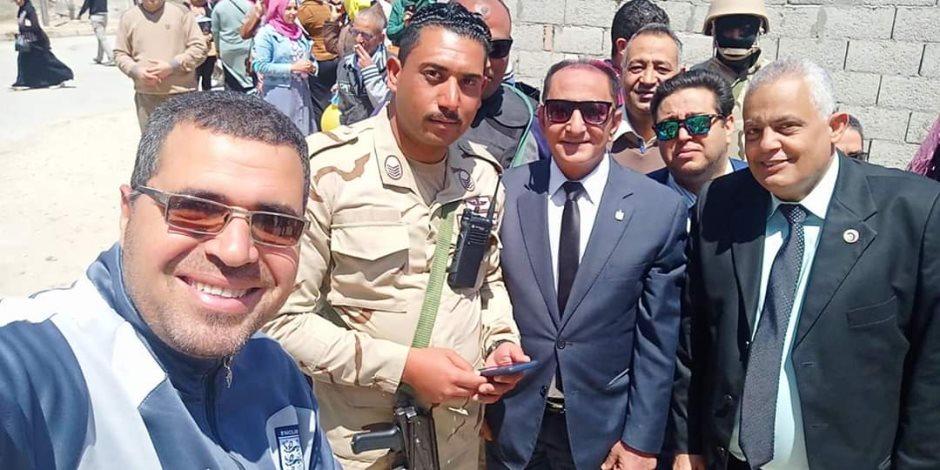 رئيس جامعة العريش  يدلي بصوته في الاستفتاء على التعديلات الدستورية (صور)