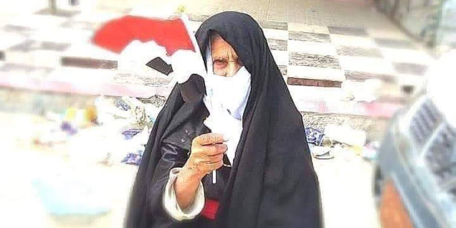 الحاجة «سالمة» سيدة سيناوية مسنة خرجت لتأييد التعديلات الدستورية بالشيخ زويد (صورة)
