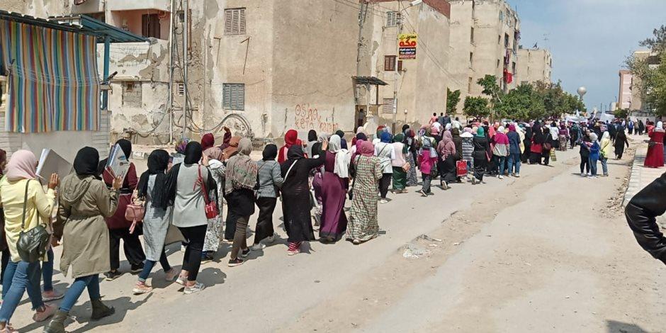 طلاب جامعة العريش في مسيرة استفتاء التعديلات الدستورية يهتفون: «تحيا مصر» (صور وفيديو)