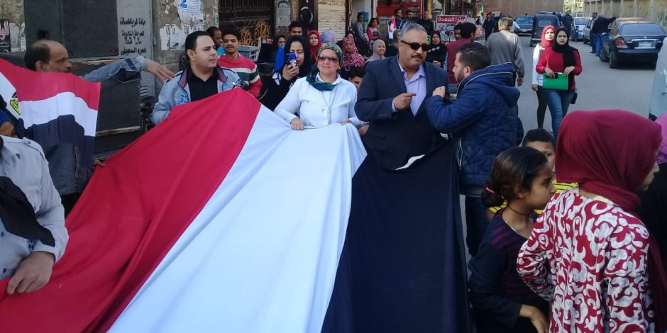 """""""شباب القليوبية""""تنظم مسيرة بعلم مصر طوله 50 متراً بالقناطر الخيرية للمشاركة في الاستفتاء ( صور )"""