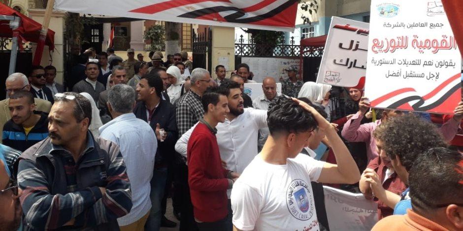 مشاهد من اليوم الثالث للاستفتاء.. مواطنون يرقصون بالعصا في كرنفال الدستور (صور)
