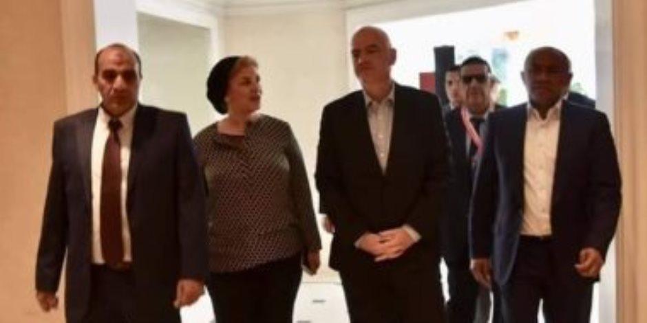 رئيس فيفا يصل القاهرة لحضور حفل افتتاح أمم إفريقيا