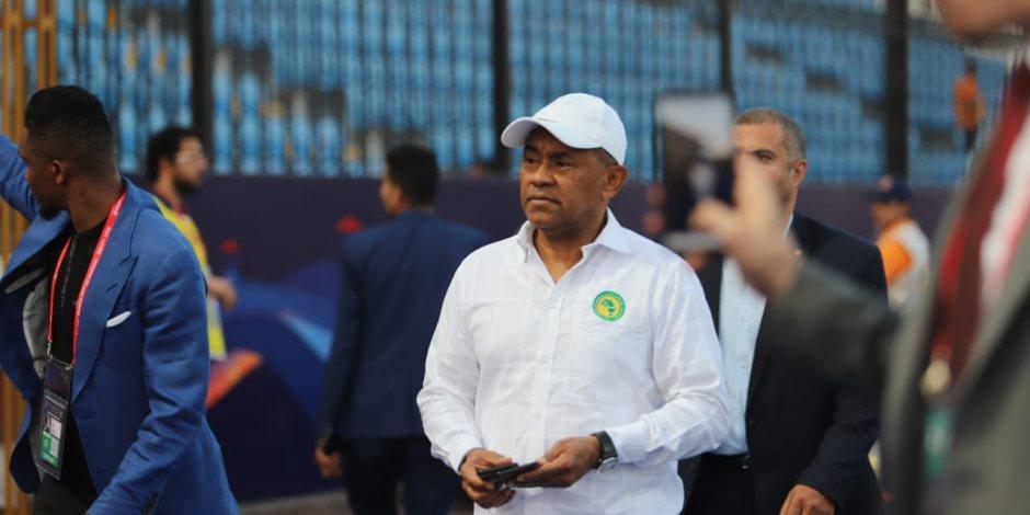 أحمد أحمد يحضر مباراه نيجيريا وبوروندي باستاد الإسكندرية