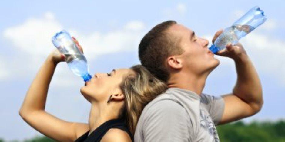 احذر.. شرب الماء خطر يهدد حياتك في الطقس الحار