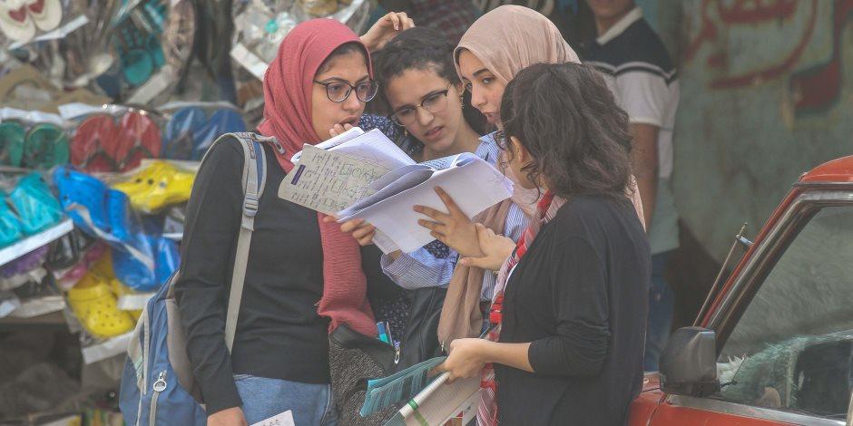 تداول أجزاء من أسئلة امتحان الجغرافيا والتفاضل للثانوية دور ثان.. وفريق الغش يتتبع