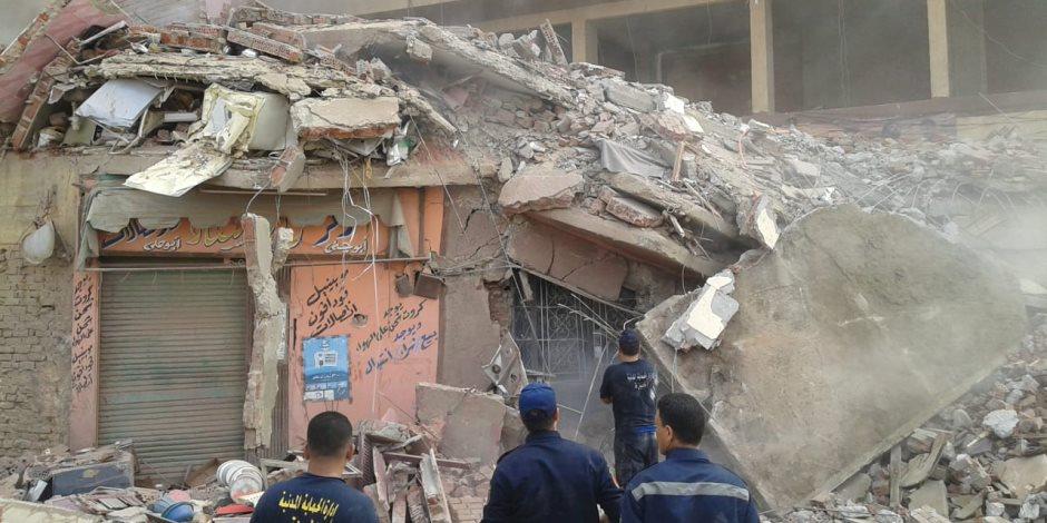 وفاة شخص وإصابة 2 والبحث عن مفقود إثر انهيار عقار فى إمبابة (صور)
