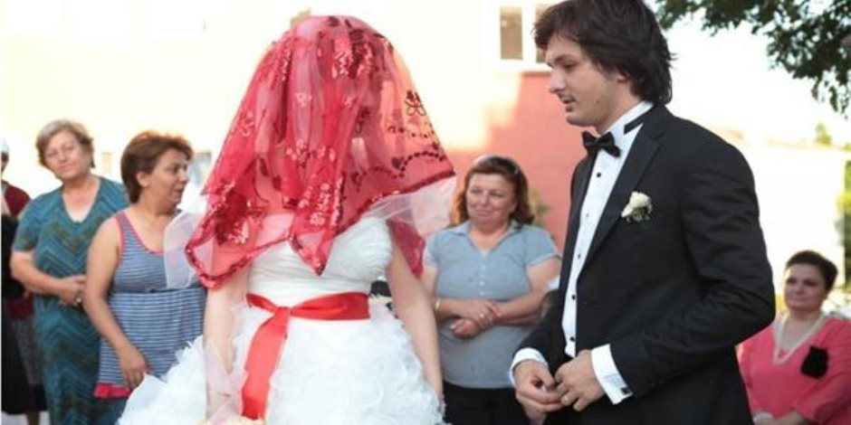 """""""زيجات تحبس الأنفاس"""".. أغرب أماكن طلب فيها العشاق الزواج من حبيباتهم"""