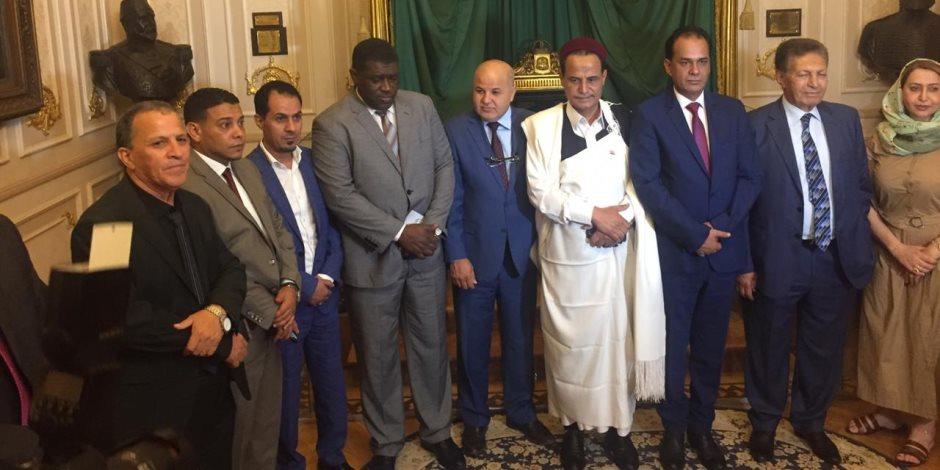 الحل في القاهرة.. وصول وفد النواب الليبي إلى مقر البرلمان المصري (صور)