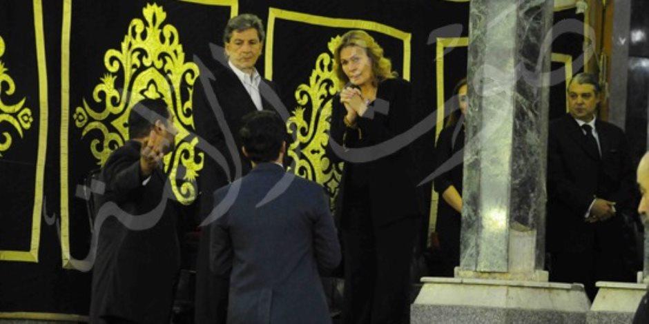 مصطفى شعبان وشريف عرفة وكريم عبدالعزيز وعمرو يوسف يواسون يسرا في وفاة والدتها
