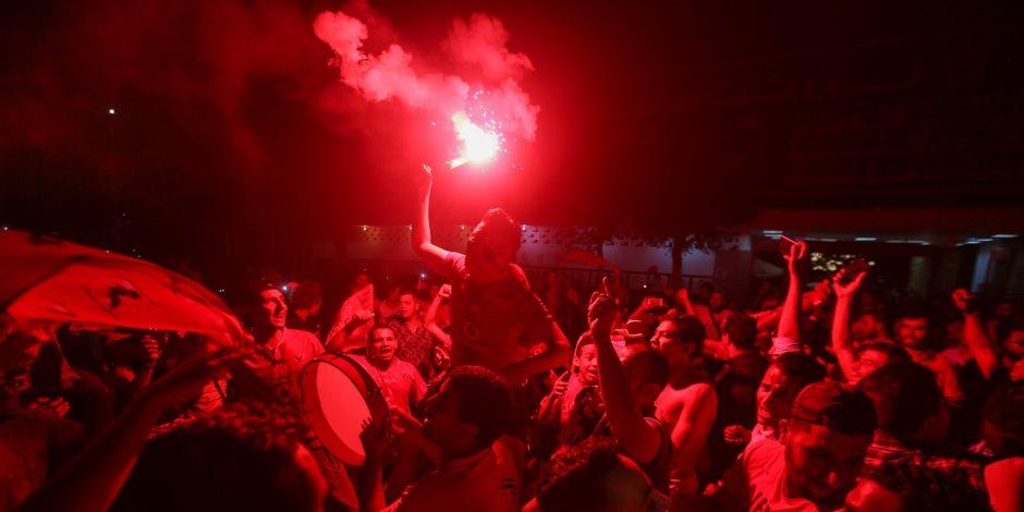 جماهير الأهلى تحتفل بفوز فريقها على الزمالك في ختام الدورى
