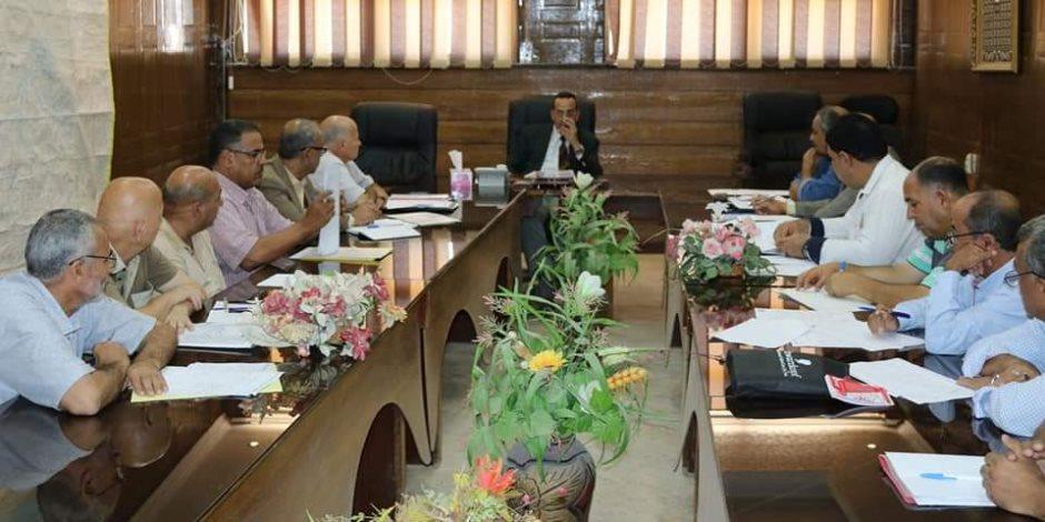 محافظ شمال سيناء يشدد على تنمية موارد الدولة.. ومطالب باتخاذ إجراءات ضد الممتنعين