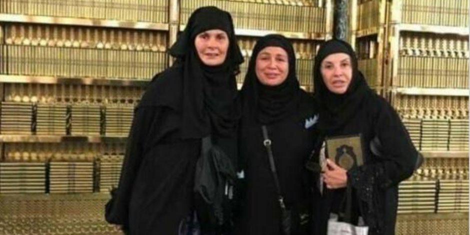 شاعر سعودي يدافع عن فنانات مصريات: هل كنا وكلاء الله على عباده ؟!