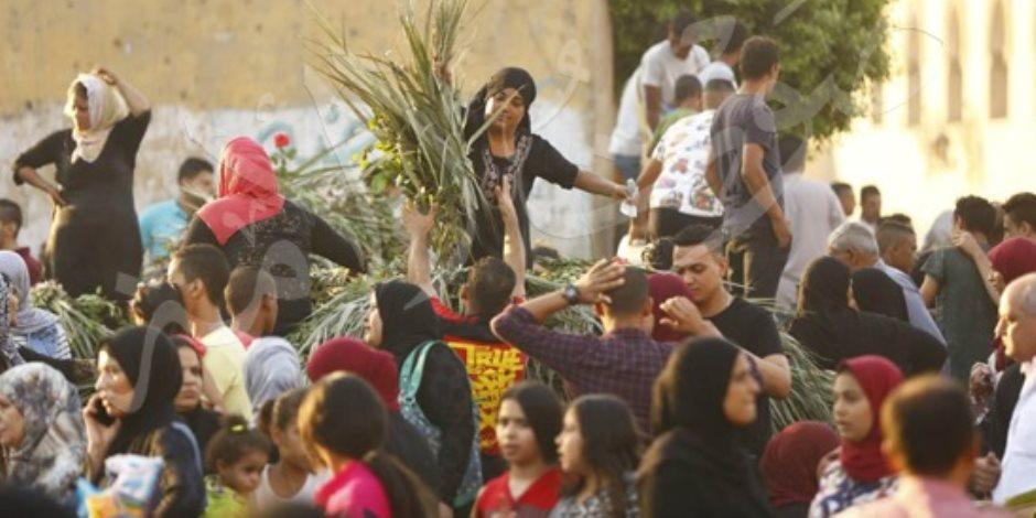 يوم أن تجسدت المحبة الوطنية.. مسيحيون يوزعون الزعف على المسلمين بعيد الأضحى