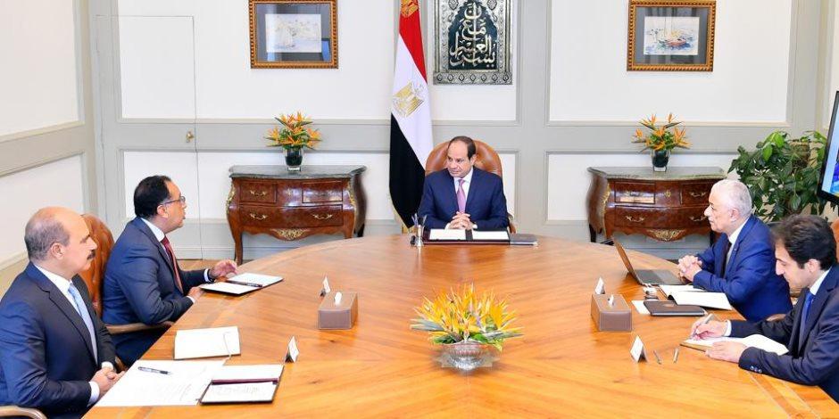 السيسي يجتمع برئيس الوزراء ووزير التعليم ويوجه بالتوسع في دور بنك المعرفة