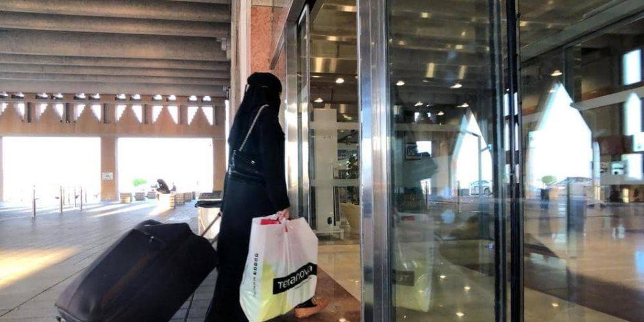 السعودية تنتصر للمرأة: بدء تطبيق تعديلات قوانين السفر